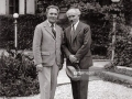 Die Dirigenten Bruno Walter und Arturo Toscanini vermutlich auf Schlofl Leopoldskron. Salzburg. Photographie um 1935 <e>The conductors Bruno Walter and Arturo Toscanini probably at Leopoldskron Palace. Salzburg. Photograph around 1935 </e>