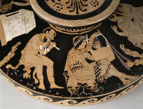 405Astéas (IVe siècle av. J.-C.) Concours musical entre Apollon, Marsyas et les Muses Vers 360-350 Céramique (lékanis paestane à figures rouges avec couvercle) H. : 20 cm ; L. : 41,60 cm ; diamètre : 30,50 cm Paris, musée du Louvre